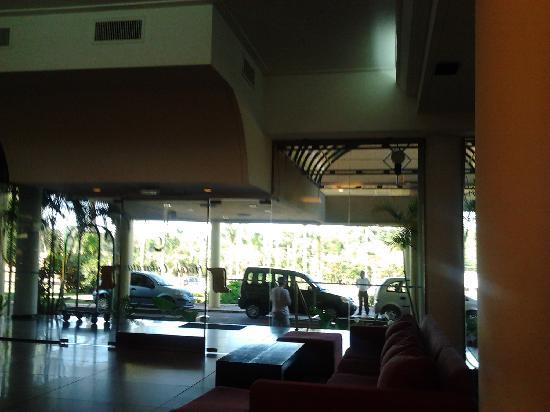 Exe Hotel Cataratas: Hall