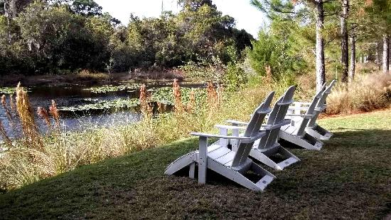 One of a few sets of great seating arrangements at largo Botanical Gardens.