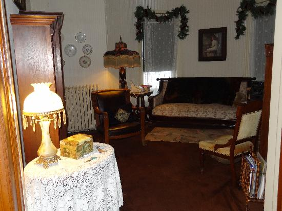 Fessenden, ND: Sitting Room
