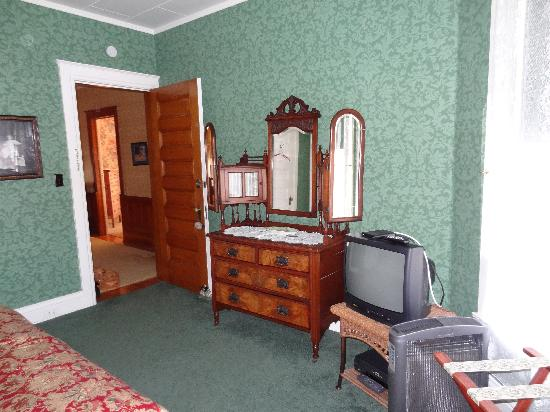 Fessenden, ND: Edwardian Room
