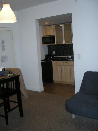 Ocean Reef Suites: 305 Kitchenette