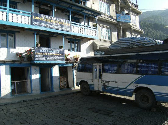 Jiri, Nepal: Front of Sagarmatha Lodge