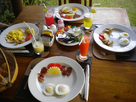 Grania Bali Villas: Breakfast