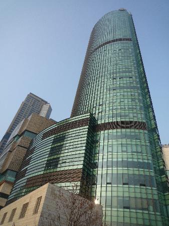 Sheraton Seoul D Cube City Hotel: 一際目をひくDキューブシティ