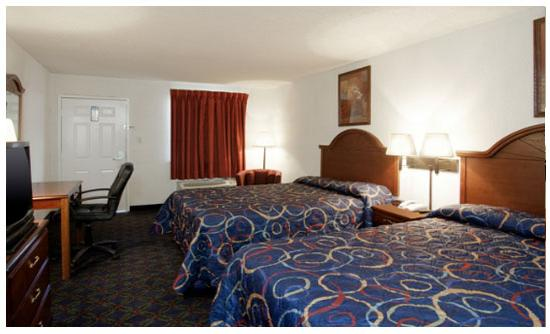 Americas Best Value Inn & Suites Texas City: Guest room with two beds