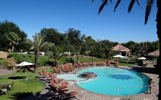Safari Court Hotel : Der Hotelpool