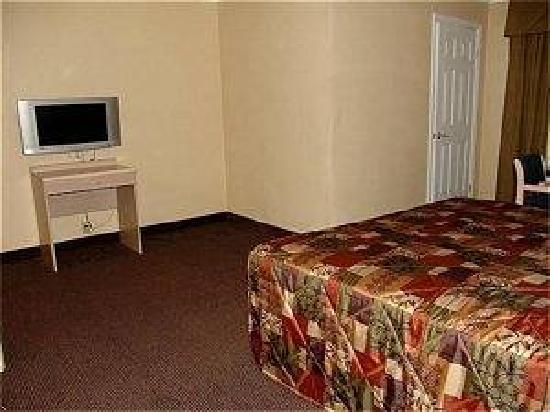 Hollywood Stars Inn: Spacious Guest room