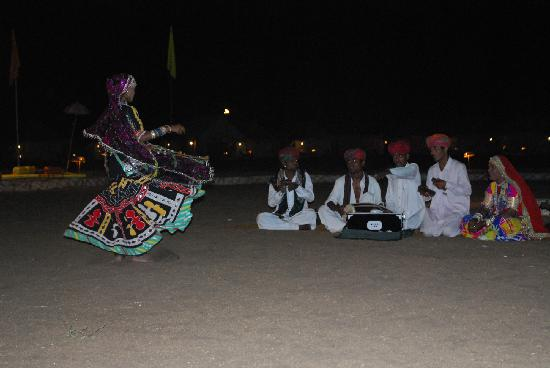 Mango Safari Camp: Rajasthani folk dance
