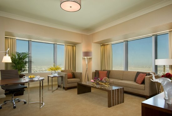 Four Seasons Hotel Riyadh at Kingdom Centre: Four Seasons Executive Suite - Living Area