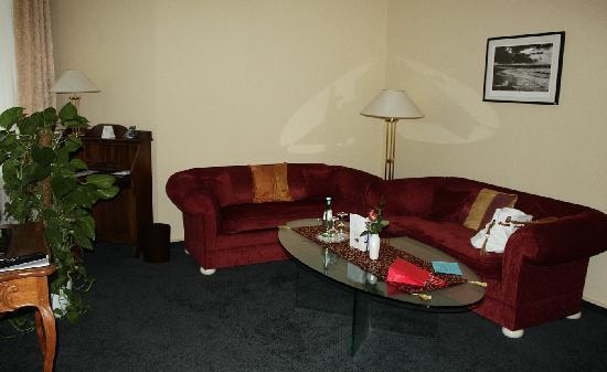 BEST WESTERN PLUS Ostseehotel Waldschloesschen: sehr angenehme und bequeme sitzecke, suite haupthaus