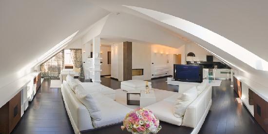 Marmont Hotel Heritage : Luxury suite-living room