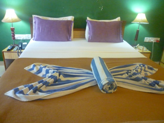 Estrela Do Mar Beach Resort: Home keeping had arranged our towels to form butterflies!