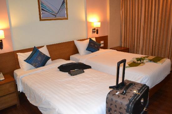Lantana Resort Hotel: room pix