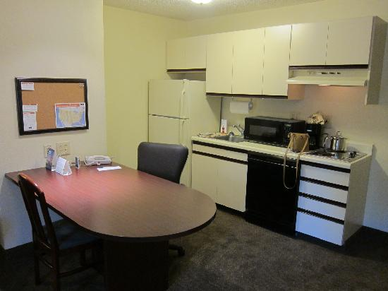 Candlewood Suites Raleigh - Crabtree: Kitchen