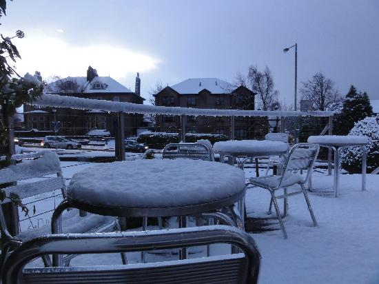 BEST WESTERN Moorings Hotel: 2 ins snow!!