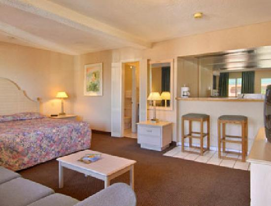 Days Inn Midtown ABQ : Suite