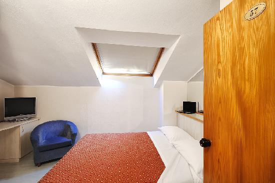 Hotel Zio Imola : Camera Mansardata