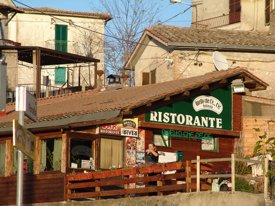 Montasola, Italy: The restaurant view from the road