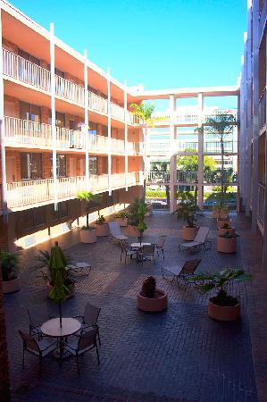 Ramada Tampa Airport Westshore: Ramada Courtyard