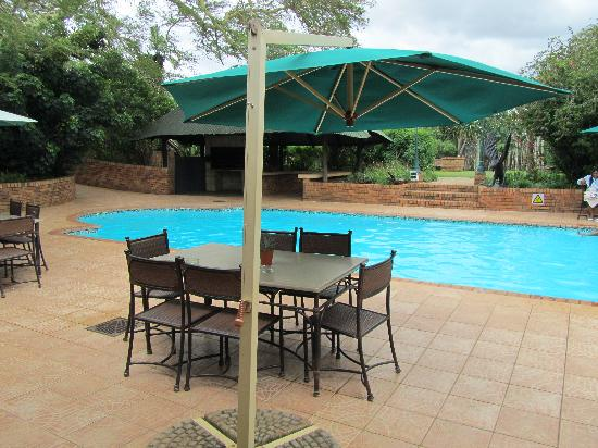 Anew Hotel Hluhluwe & Safaris: pool