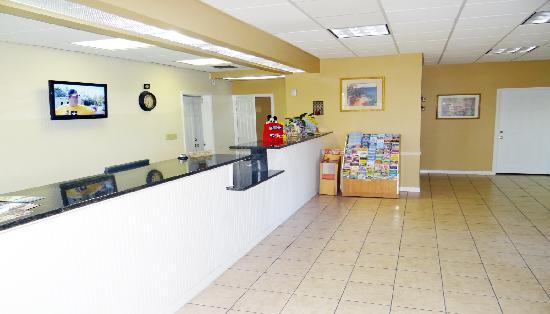 Days Inn Kissimmee FL: Frontdesk