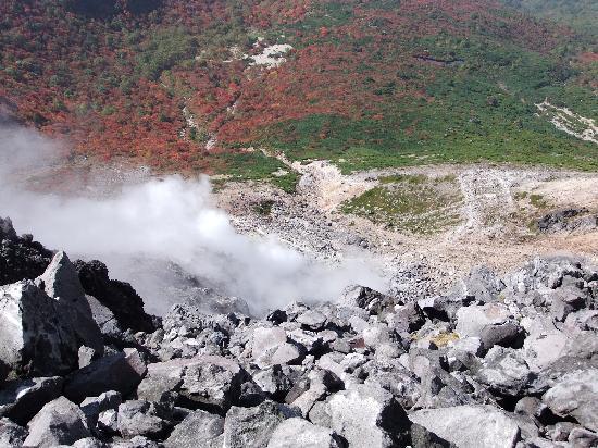 Nasudake, chausudake Mountain : 茶臼岳の火口と紅葉