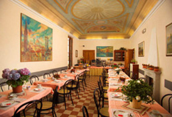 Hotel Casci: Our breakfast room with original fresco ceiling