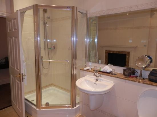 Macdonald Ansty Hall: The Bathroom viewed from the bath!