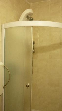 Hotel Prestige: shower