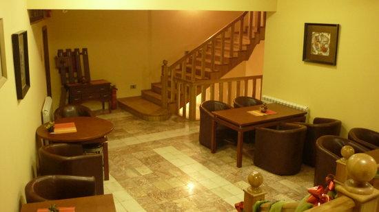 Hotel Prestige: the hall