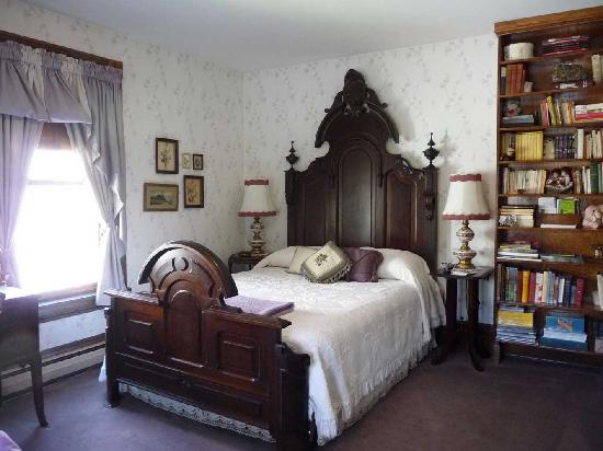 Victorian Loft: Lydia's Room