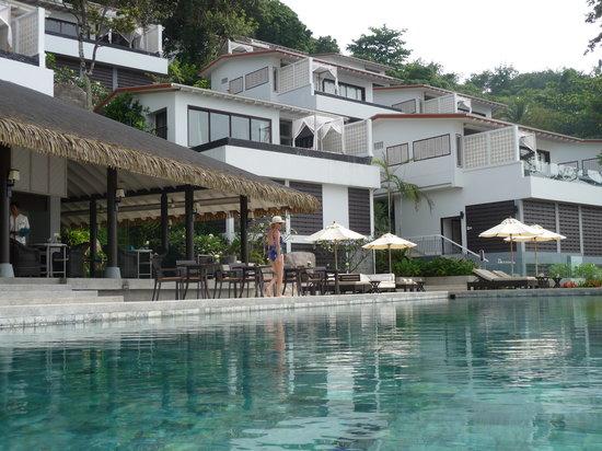 The Shore at Katathani : pool and restaurant