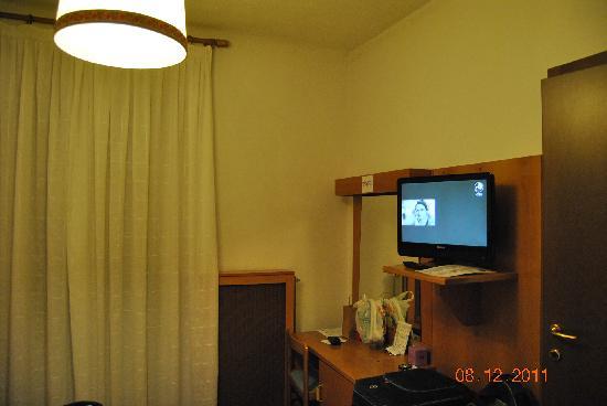 Hotel Sant'Ilario: interno camera (scrivania)
