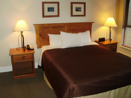 Tantalus Lodge: Bedroom1