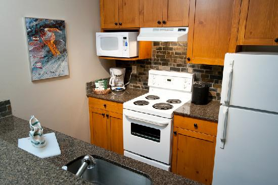 Tantalus Lodge: Kitchen