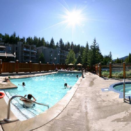 Tantalus Lodge: Heated Outdoor Pool