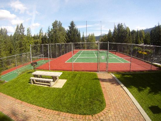 Tantalus Lodge: Tennis