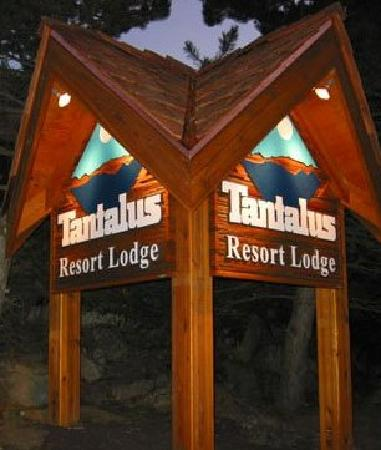 Tantalus Lodge: Welcome sign