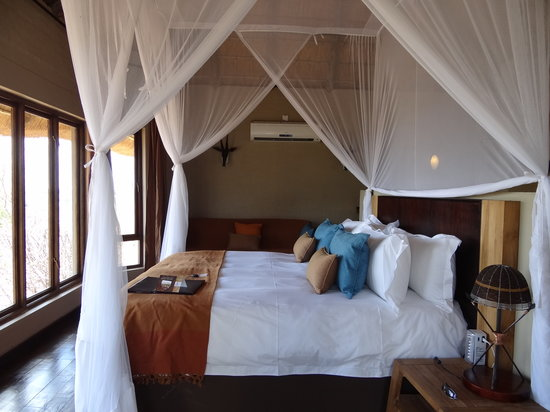 Ngoma Safari Lodge: The bedroom