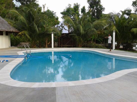 Lazi Beach Club : pool side