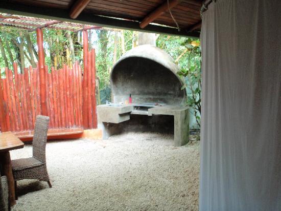 Pachamama Tropical Garden Lodge: BBQ