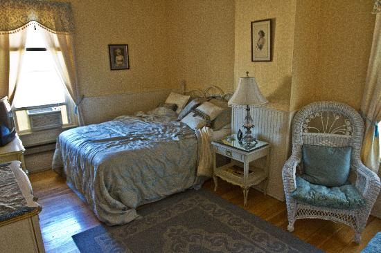 White Rose Inns: French Country room in Terrace Hill house