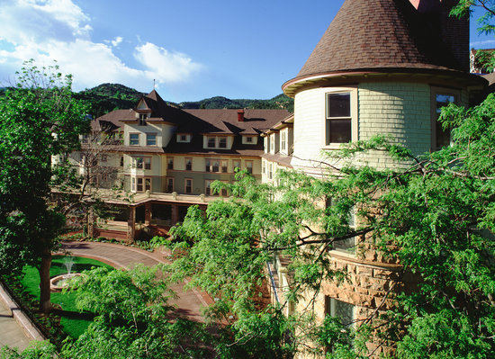 Hotels Near Manitou Springs