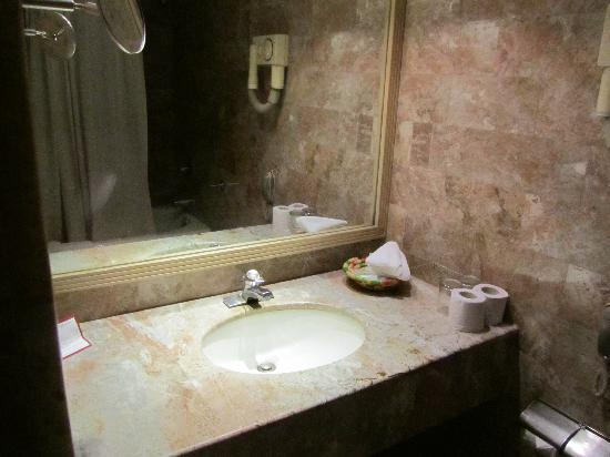 Malla Hotel: Bathroom
