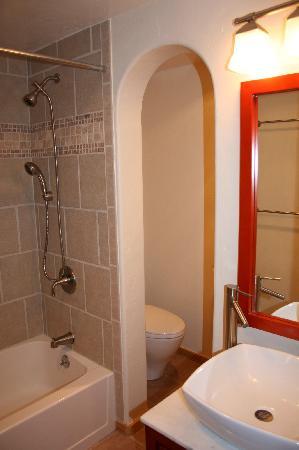 Mountainside Condos: Modern bathroom