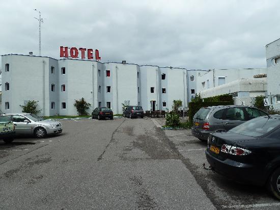 Premiere Classe Calais Centre - Gare : Outside the Hotel