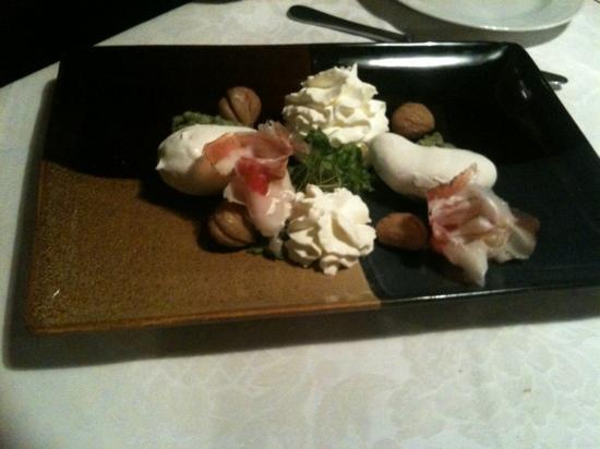Le Giare: patate cotte in argilla con castagne in sciroppo d'abete e purea d'ortica