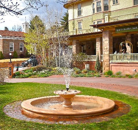 كليف هاوس آت بايكس بيك: Fountain in the courtyard