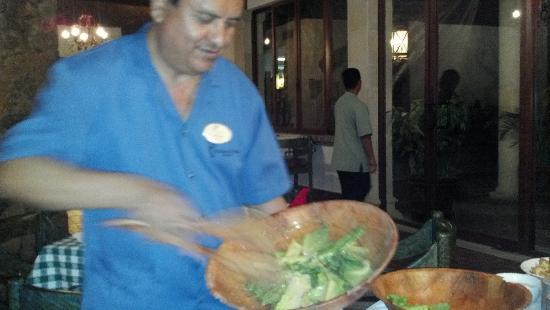 Romeo y Julieta: Table side Caesar Salad!!! Delish!