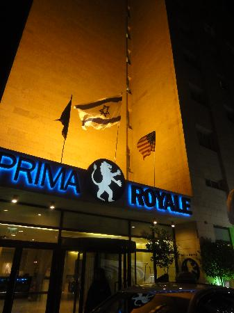 Hotel Prima Royale: The hotel in the night